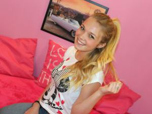 Blonde Webcam Sex von AnnaHere
