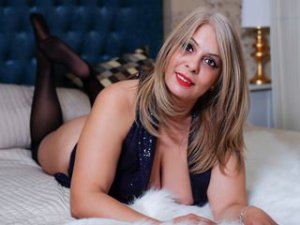 Webcam sex cougar de HotBlondQueenX
