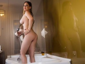 Webcam sex brunette de LizzieBlue