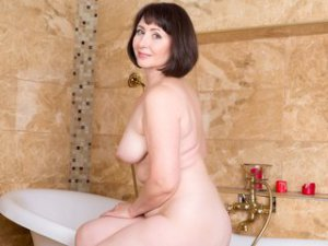 Webcam sex mature et mûre de NeighbourSophia